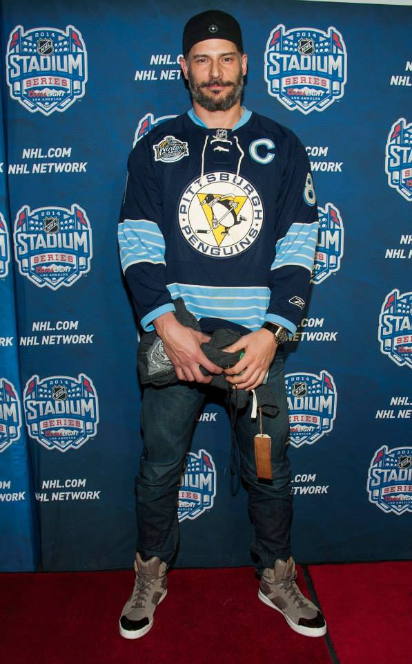 Joe Manganiello (wearing a Sidney Crosby Jersey) Photo credit: Valerie Macon/Getty Images